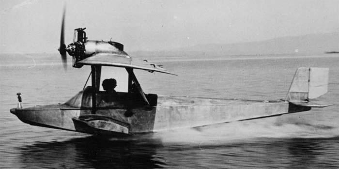 в 1930 году первый полет самолета-амфибии Ш-2 В.Б.Шаврова с двигателем М-11, Б.В.Глаголева.