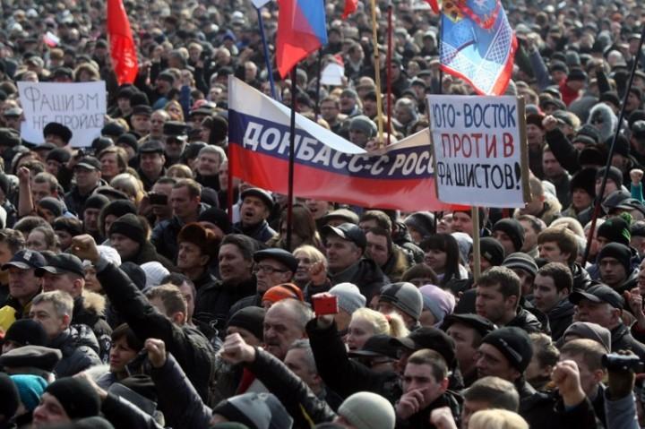 """""""Боялись мы солдат. Прятались от них в подвале. Но они хорошие все - с Волыни, Киева, Полтавы. Помогали нам"""", - жители села под Дебальцево - Цензор.НЕТ 2137"""