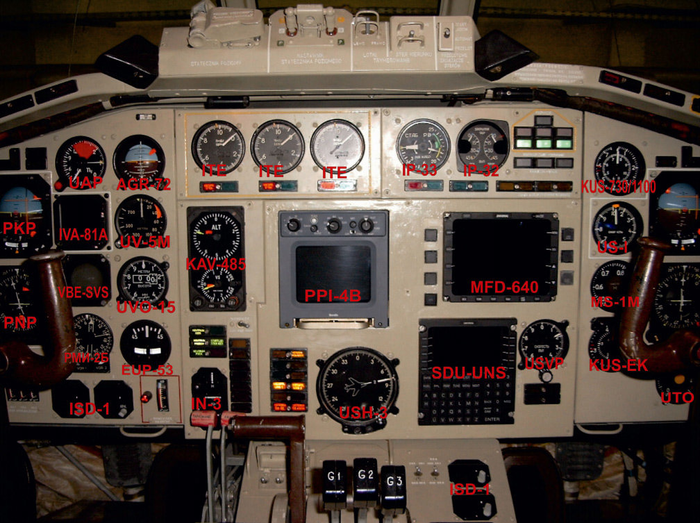 TU154M-Pologne-Cockpit-1.jpg.b2f72437eb21dbe8cd2a94f8c40a2193.jpg